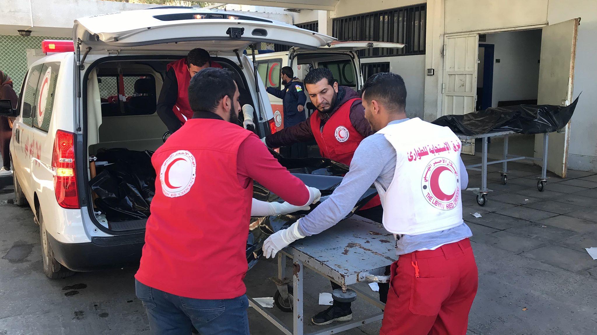 جنود الهلال الأحمر ينتشلون 6 جثث من السدرة