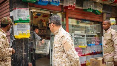 جهاز الظواهر السلبية والهدامة يغلق محال تجارية مخالفة بشارع الطيور بمدينة بنغازي