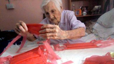 تيلما بوردوني - سيدة أرجنتينية عمرها 96 سنة وتساعد في مكافحة كورونا بحياكة الكمامات