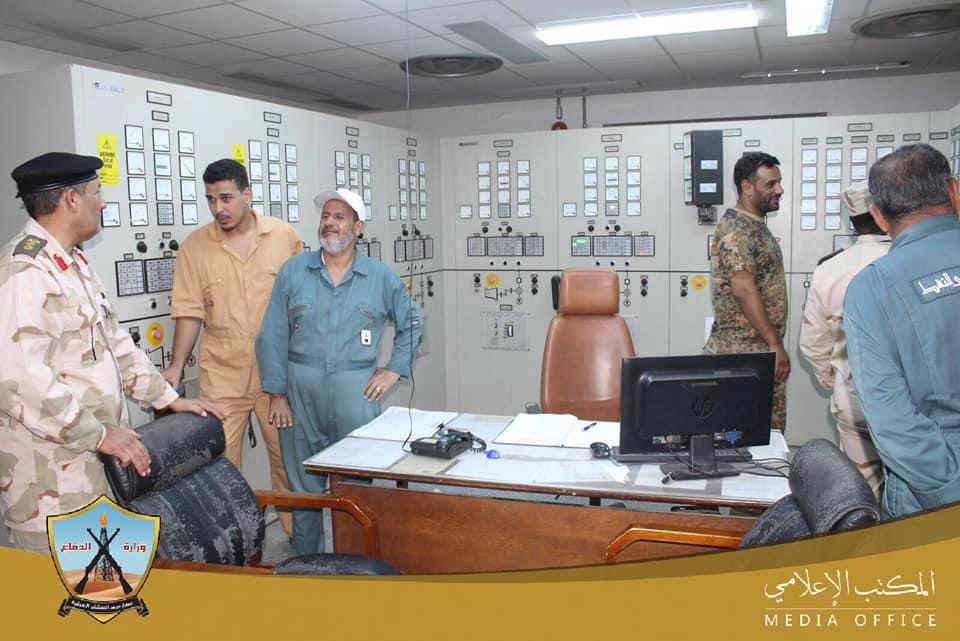 """لجنة من """"حرس المنشآت النفطية-الوفاق"""" في جولة على الحقول الغربية"""