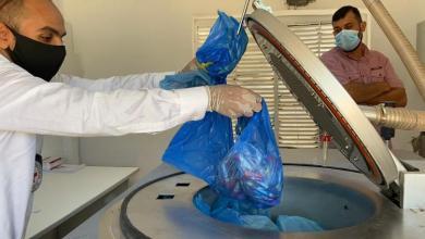 الصليب الأحمر يمنح آلة تعقيم المخلفات الطبية لمركز السكري مصراتة