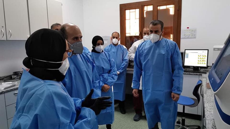 وزير التعليم بحكومة الوفاق يتفقد مركز البحوث الحيوية