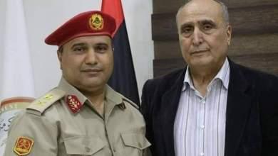 اللواء خليفة محمد علي حسني - يمين الصورة