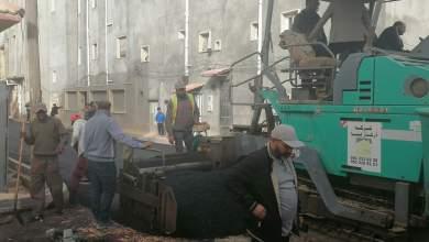 بلدية بوسليم في طرابلس تنفذ مشروع رصف شوارع الحداد بمنطقة الهضبة