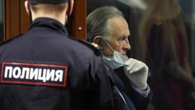 البروفيسور أوليج سوكولوف أثناء محاكمته في سانت بطرسبرغ -رويترز