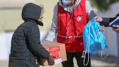 الهلال الأحمر الليبي يقدم مساعدات لمركز الهجرة قنفودة