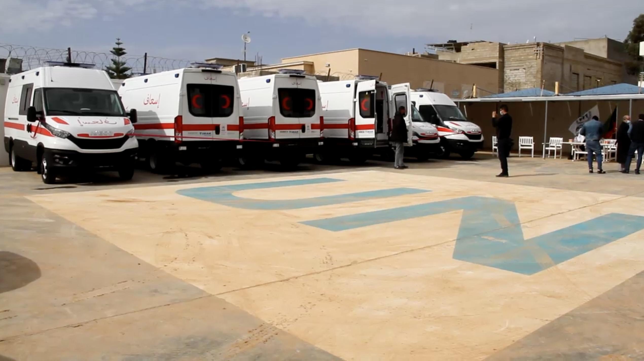 وزارة الصحة تُسلّم سيارات إسعاف للمرافق الطبية 4