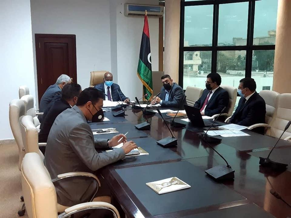 وزير العمل بحكومة الوفاق يرأس اجتماعاً موسعاً لإسناد المشاريع ودعمها