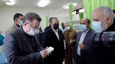 الثني يجري جولة في مركز بنغازي الطبي