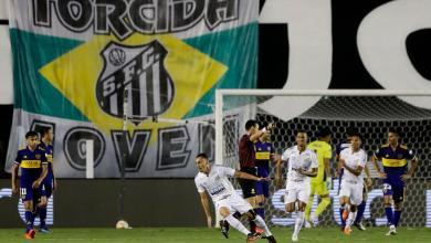 دييجو بيتوكا لاعب سانتوس يحتفل بتسجيل هدفه الأول في مرمى بوكا جونيورز
