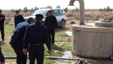 سلطات محلية في زليتن تزيل الاعتداءات من توصيلات غير قانونية بمسار النهر الصناعي