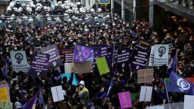 """نحو """"1000"""" إمرأة يتظاهرن في اسطنبول احتجاجاً على """"قتل النساء"""" وتقاعس السلطات"""