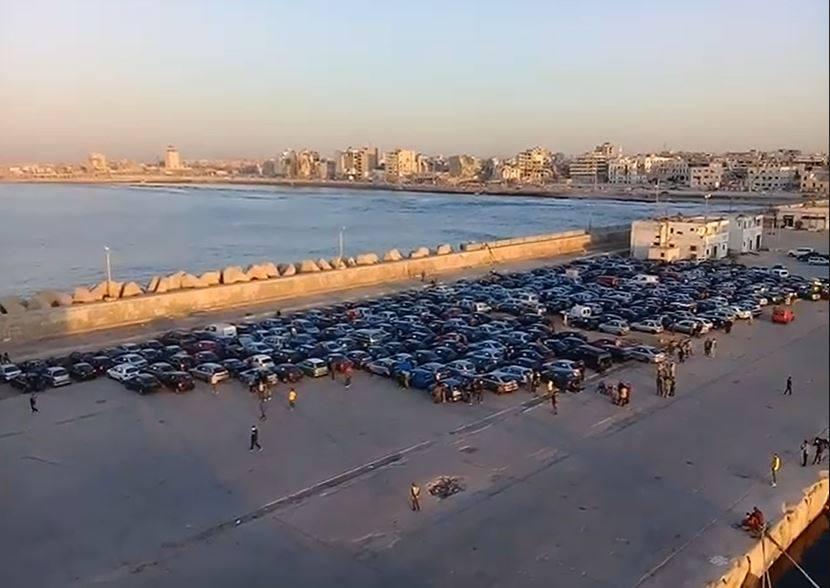 وصول 1017 سيارة وشاحنة إلى ميناء بنغازي 4