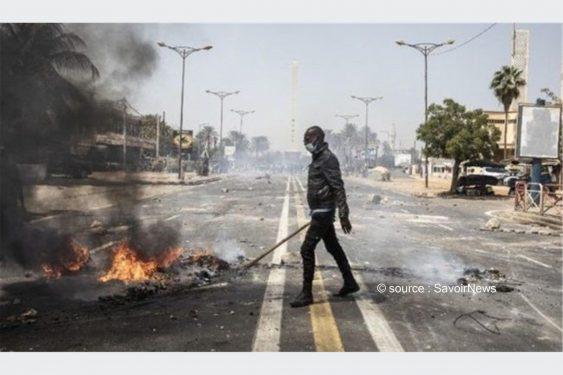 *Savoir News* : Sénégal: Émeutes à Dakar, où le principal opposant reste en garde à vue