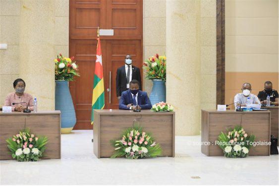 *République Togolaise* : Conseil des ministres : deux avant-projets de loi, un projet de décret et sept communications