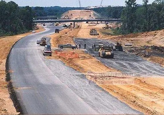 Autoroute en construction
