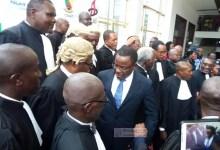 Des avocats sortie d'audience