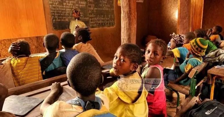Des enfants dans uen salle de classe