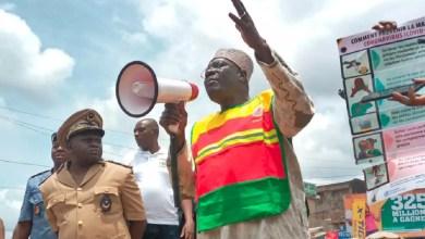 Photo of Lutte contre le Covid-19 au Cameroun : Le ministre Mounouna Foutsou en campagne de sensibilisation