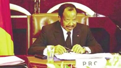 Paul BIYA en conseil de ministres au palais