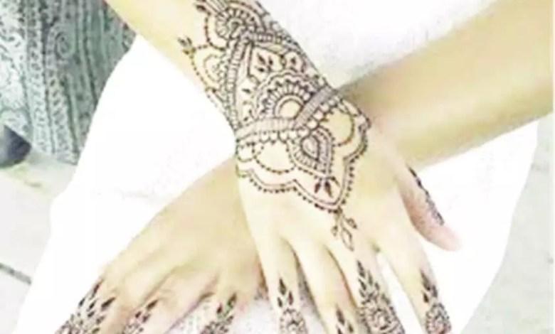 henné sur des mains