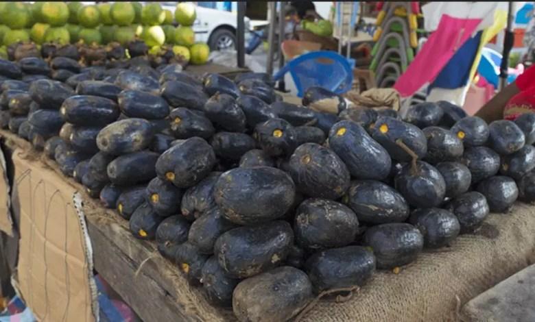 safous ou prunes sur etale