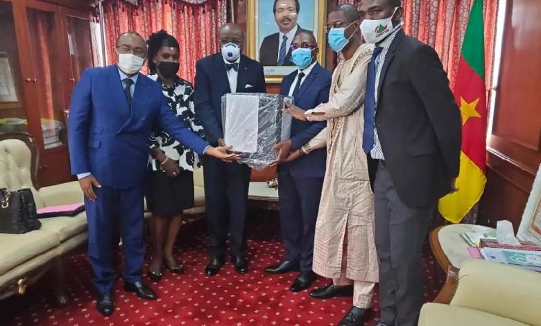 Don de Cimencam au Ministre de la Santé Publique