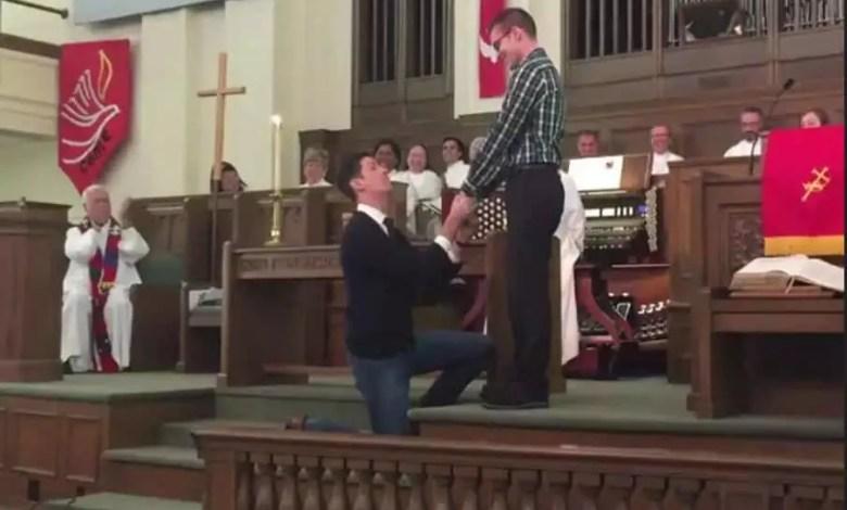 Mariage de deux homosexuels dans une eglise