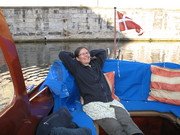 Lisa slapper af i båden