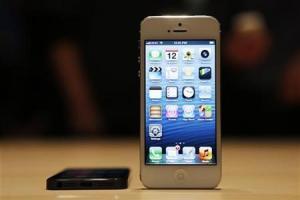 Imagen de archivo del teléfono móvil iPhone 5 de Apple durante un evento realizado para medios en San Francisco, EEUU, sep 12 2012