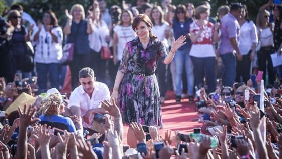 En un vuelo de línea, Cristina Kirchner llegó esta tarde a Tucumán