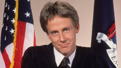 Photo of Harry Anderson, 'Night Court' star, dead at 65