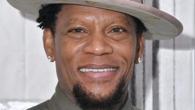 Photo of DL Hughley passes out on stage during Nashville comedy set