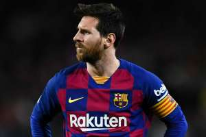 Lionel Messi cuts off contract renewal talks with Barcelona