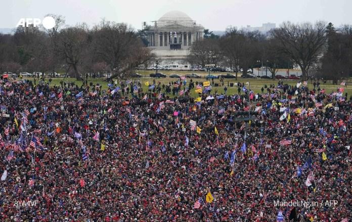 Le congrès suspend la procédure entérinant la victoire de Biden