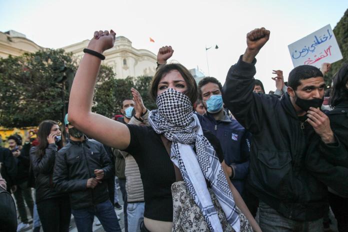 Les Tunisiens ne décolèrent pas au 10 e anniversaire de leur révolution