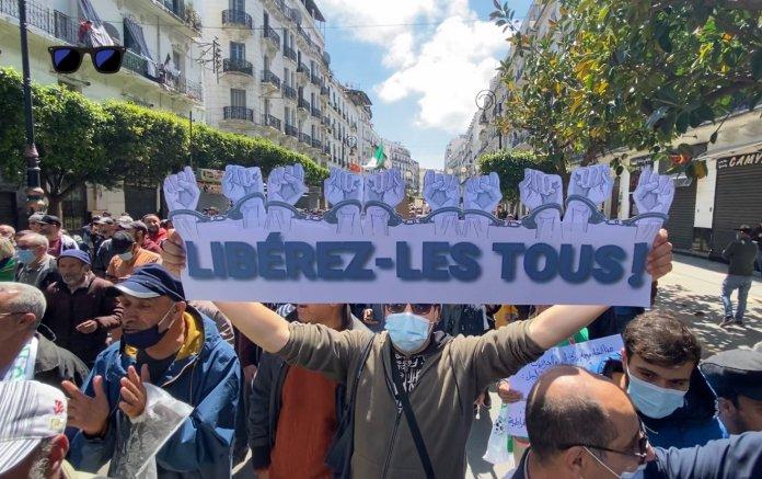114e vendredi du Hirak: des dizaines de manifestants interpellés, violente répression à Oran