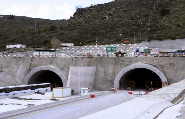 La réhabilitation du tunnel de Djebel El Ouahch, lancée en 2017 pour un délai de 24 mois, n'a pas été encore achevée. Sa réception ne pourrait avoir lieu avant 2025.