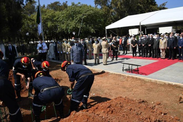 Bouteflika enterré, sans hommage populaire et sans deuil national