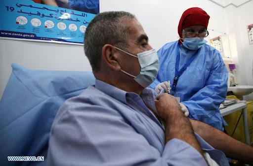 Abdelmadjid Tebboune écarte le recours à la vaccination obligatoire