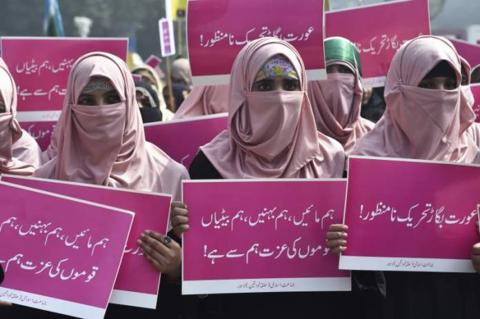 hardliners attack aurat march participants in islamabad 1583679109 3333