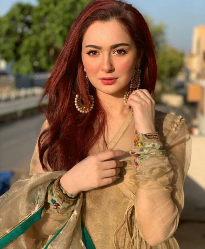 Hania Amir gives hilarious twist to 'Rasode Mein Kaun Tha' viral video