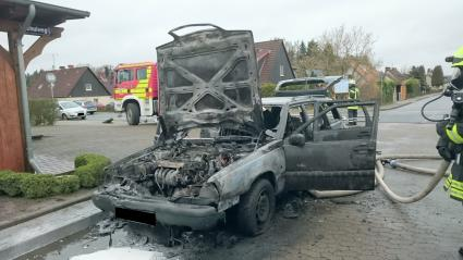Total zerstörter Volvo nach dem Brand. - Foto: © Polizeiinspektion Celle