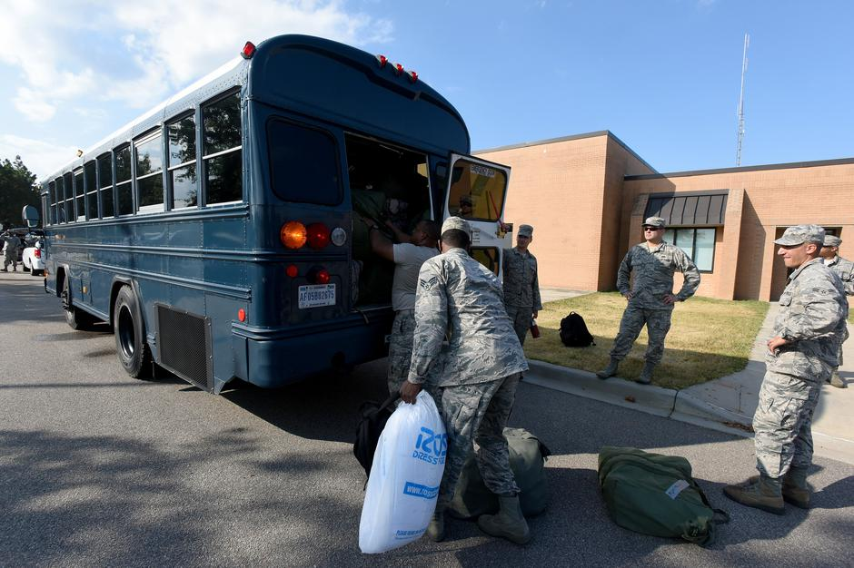 U.S. Airmen from the South Carolina Air National Guard and 169th Fighter Wing prepare to deploy to support rescue efforts in advance of Hurricane Florence | Autor: HANDOUT