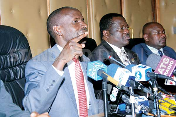 Knut officials led by chairman Wilson Sossion (left) address the Press on the impending teachers' strike over July pay in Nairobi, Wednesday. PHOTO: GOVEDI ASUTSA/STANDARD