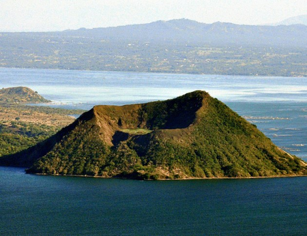 Taal - Top 10 SuperVolcanoes that can Destroy the Planet.