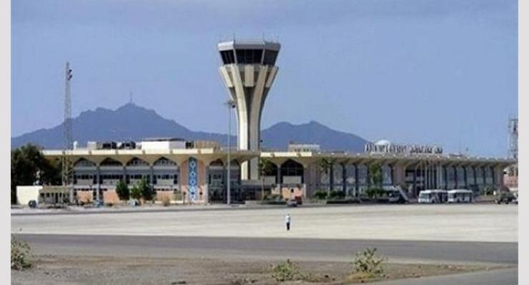 محافظ المهرة يتفقد العمل في مشروع تأهيل مطار الغيضة