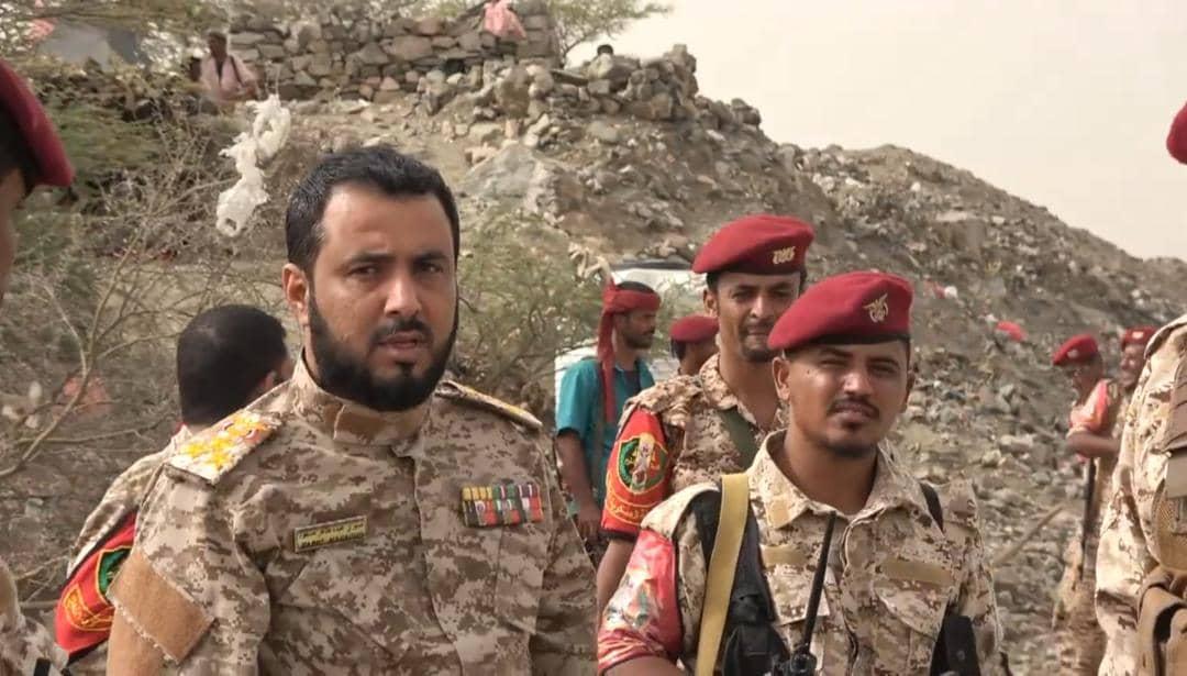 قائد الشرطة العسكرية بلحج يجري زيارة تفقدية للنقاط الأمنية وجبهات القتال