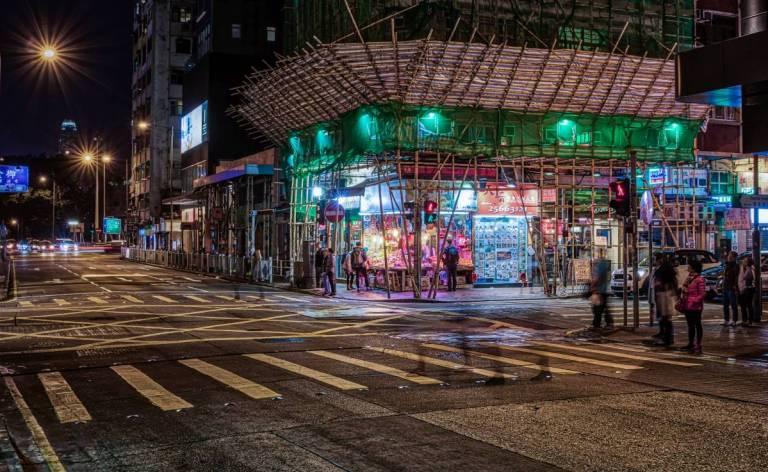 Hongkongs Strassen bei Nacht