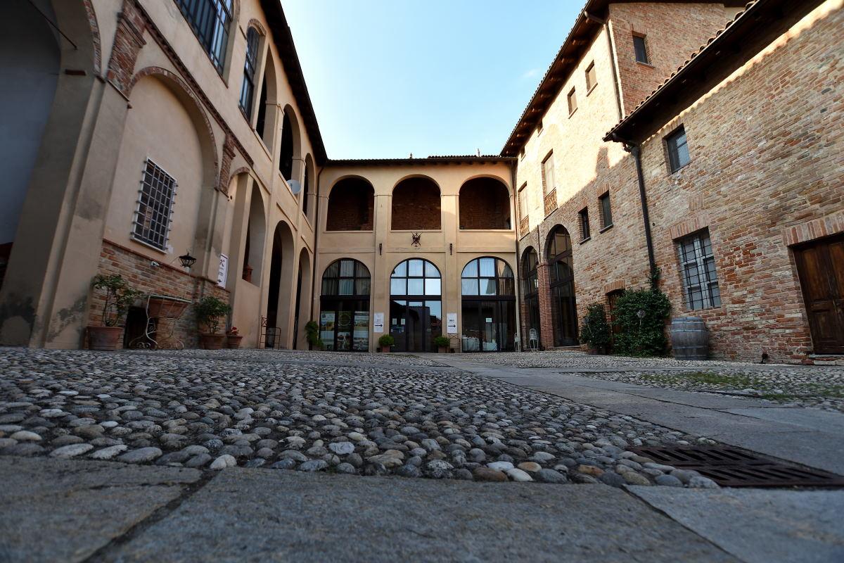 Palazzo Paleologi e la sua Corte